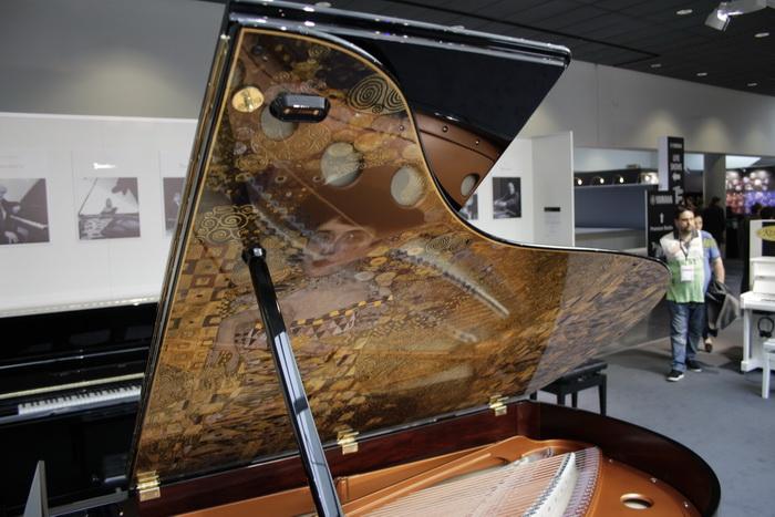 04. Klimt Grand piano_700.jpg